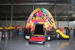 Disco springkasteel glitter+ glijbaan (diam 5m) overdekt